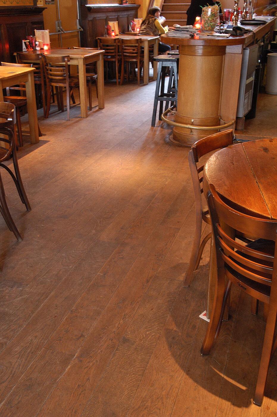 Donkere eiken vloer in Schagen