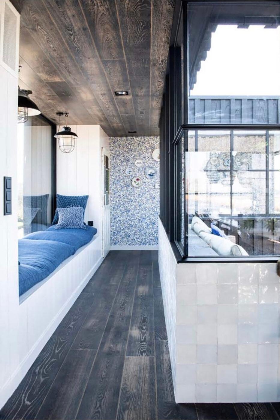 Donkere houten vloer in Oostknollendam