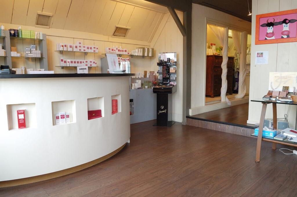 Donkere houten vloer in Schagen