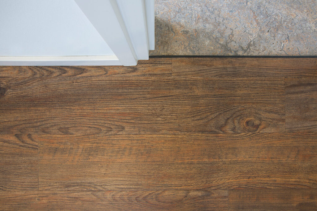 Donkere houten vloer in 't Zand