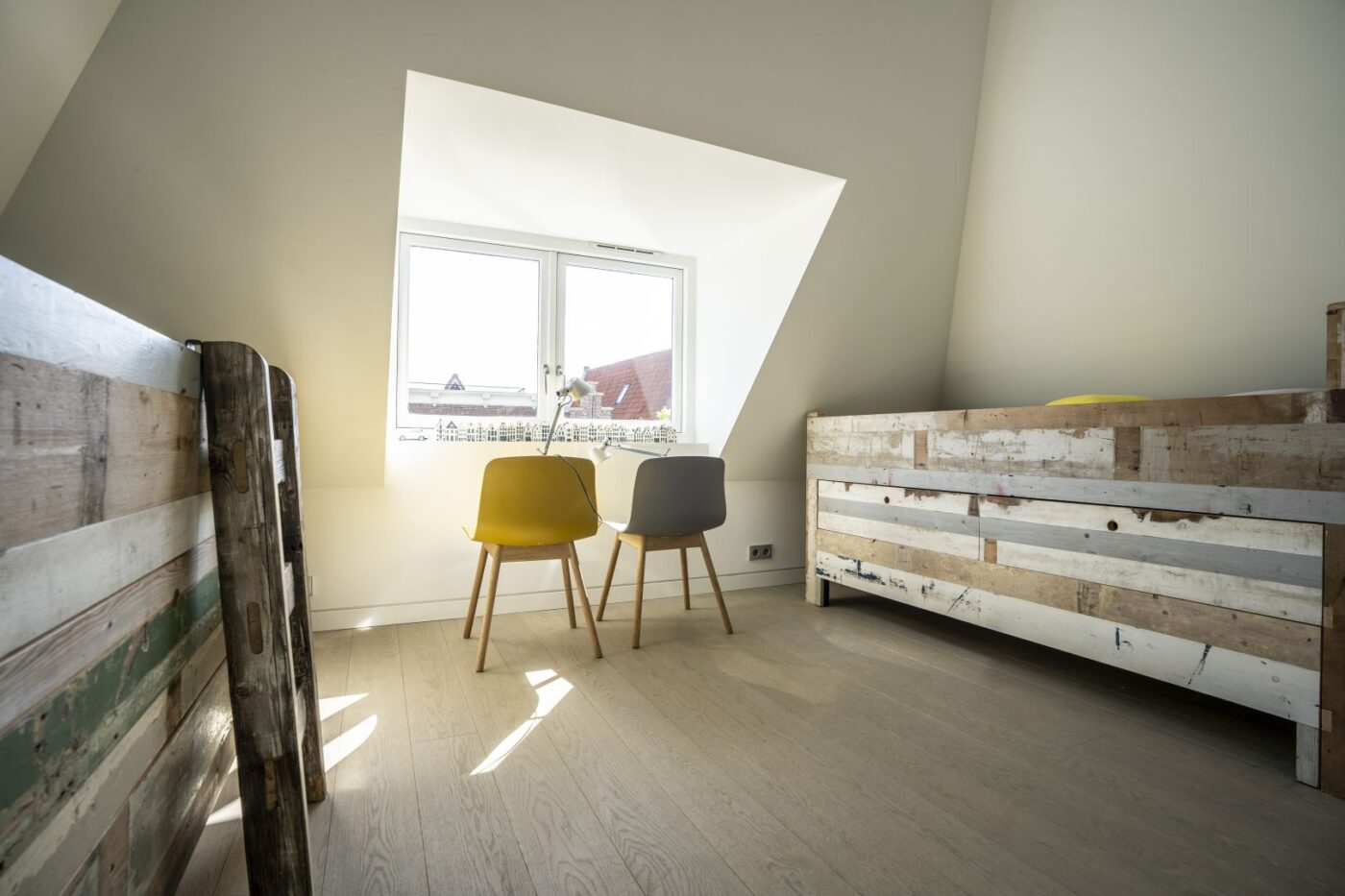 Licht eiken vloer met stroken motief in Haarlem